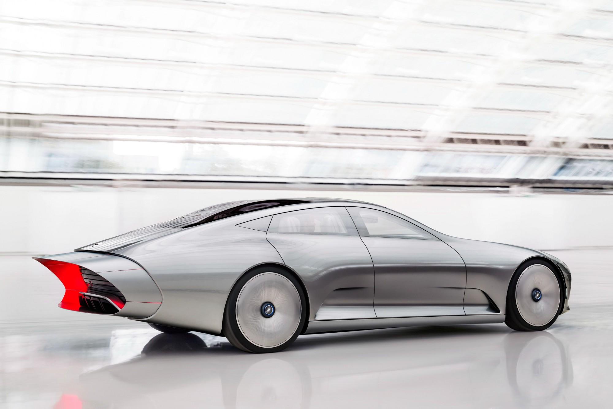 7 Mercedes IAA