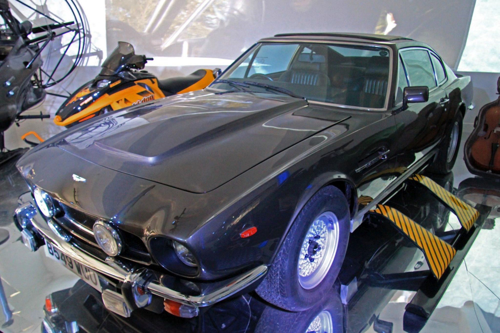 Aston Martin V8 Karen Roe