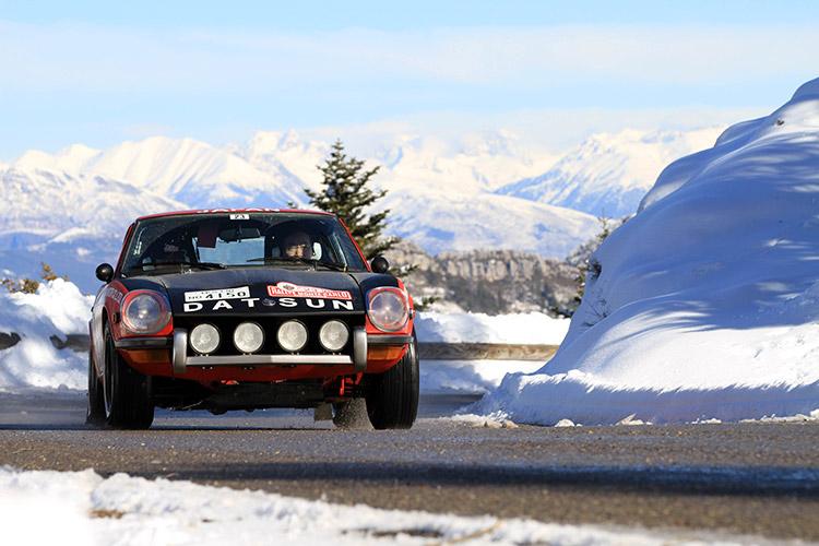 Een Japanse Datsun 240Z doet ook dit jaar weer meer aan de Rallye Monte-Carlo Historique.