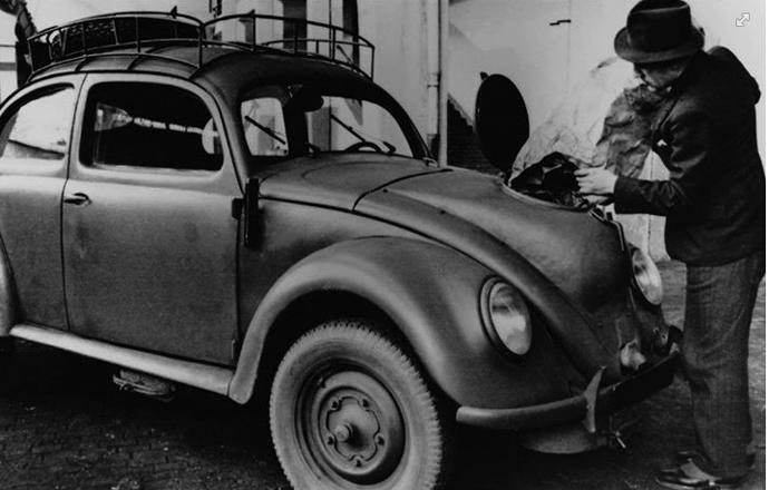 Een VW Käfer Holzbrenner, een van de auto's die tijdens WOII omgebouwd werd om op hout te kunnen rijden.