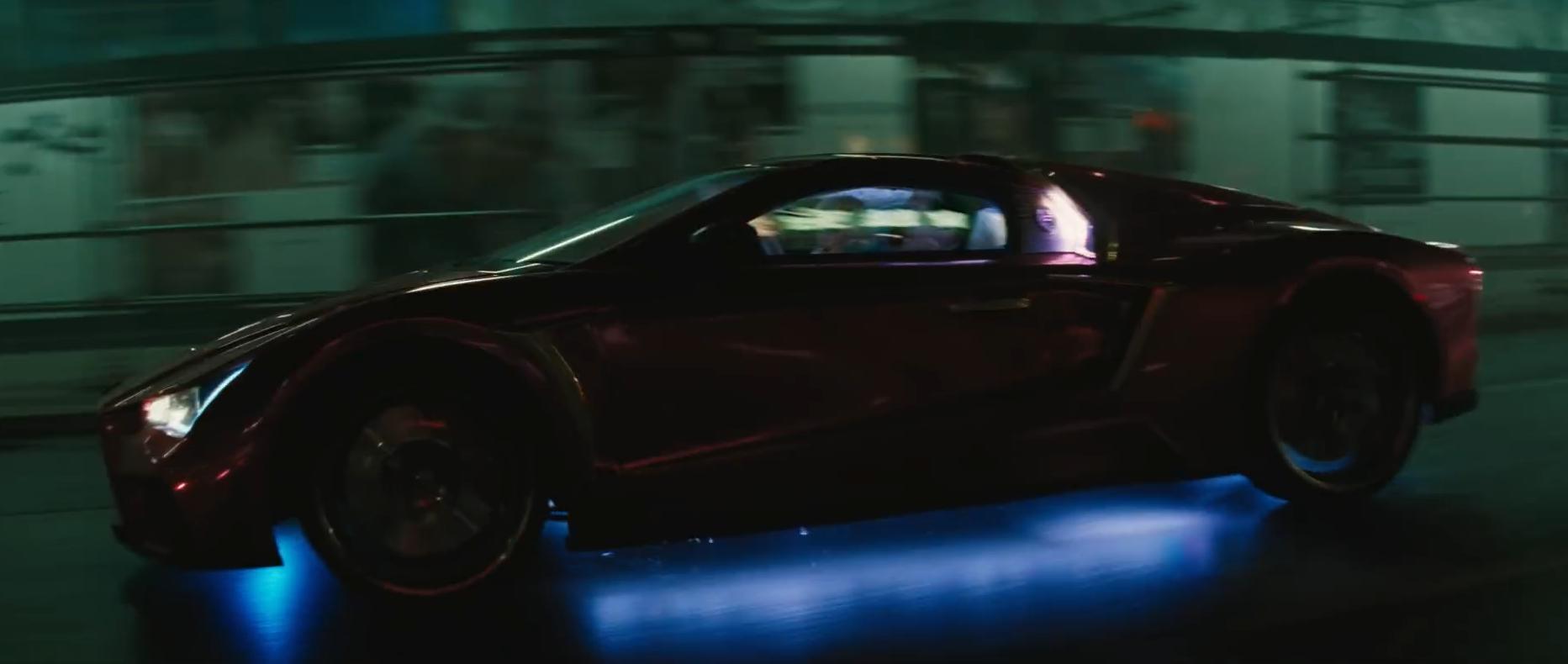 De auto van The Joker in de film Suicide Squad, de Vaydor G35.