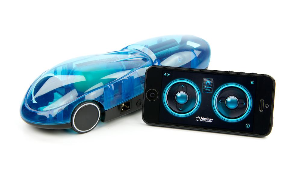 De ih2go is een kleine afstandsbestuurbare auto op waterstof, met zijn eigen brandstofstation. Daar gaat alleen water in, maar je moet er zelf nog waterstof van maken.
