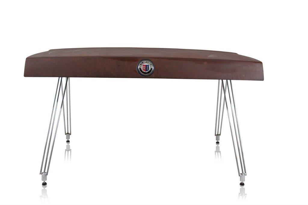Ook een bruine Alpina moest eraan geloven. Foto: Unibro Design.