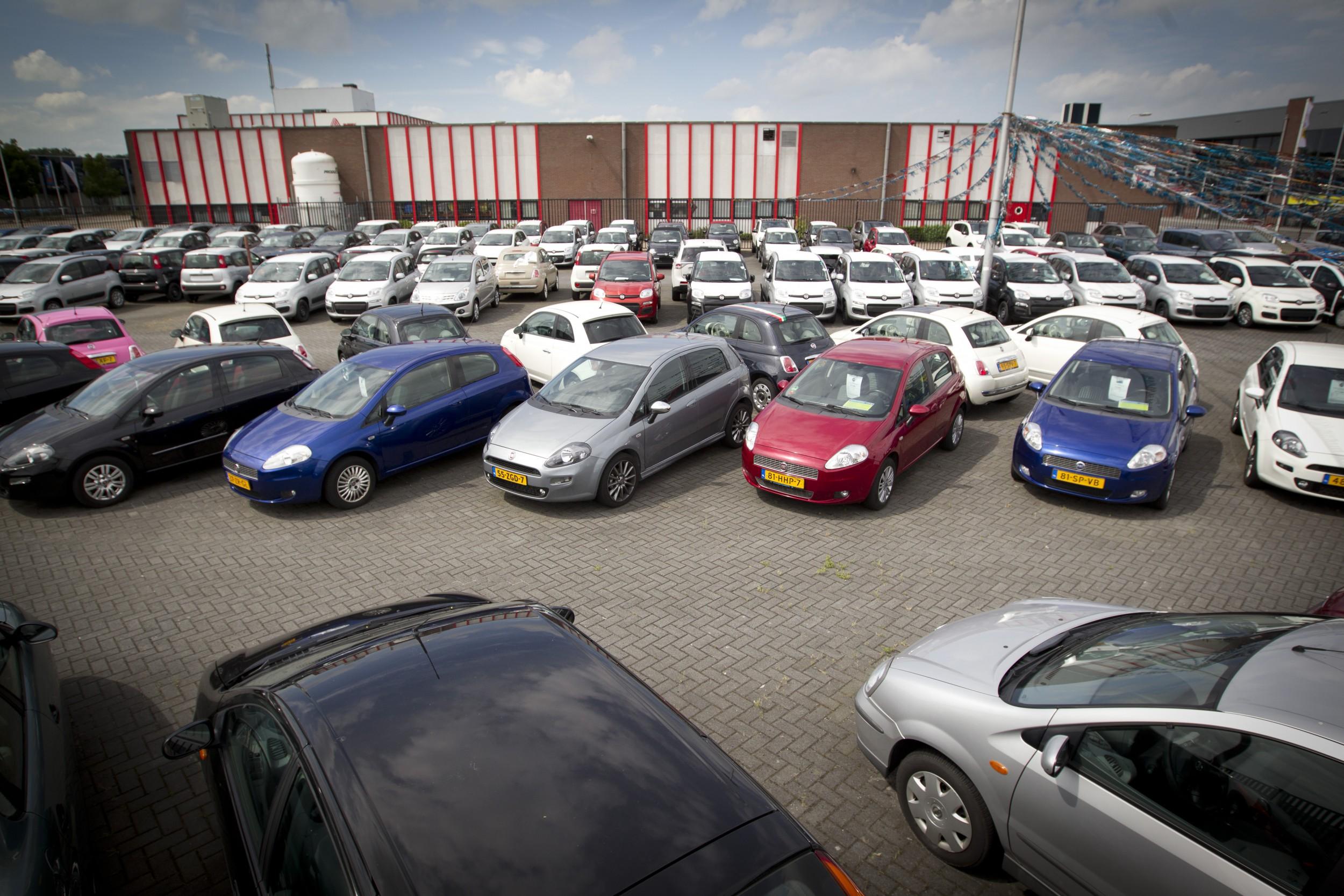 Ondernemers in de autobranche verwachten een terugval in de omzet en te grote voorraden. Foto: ANP