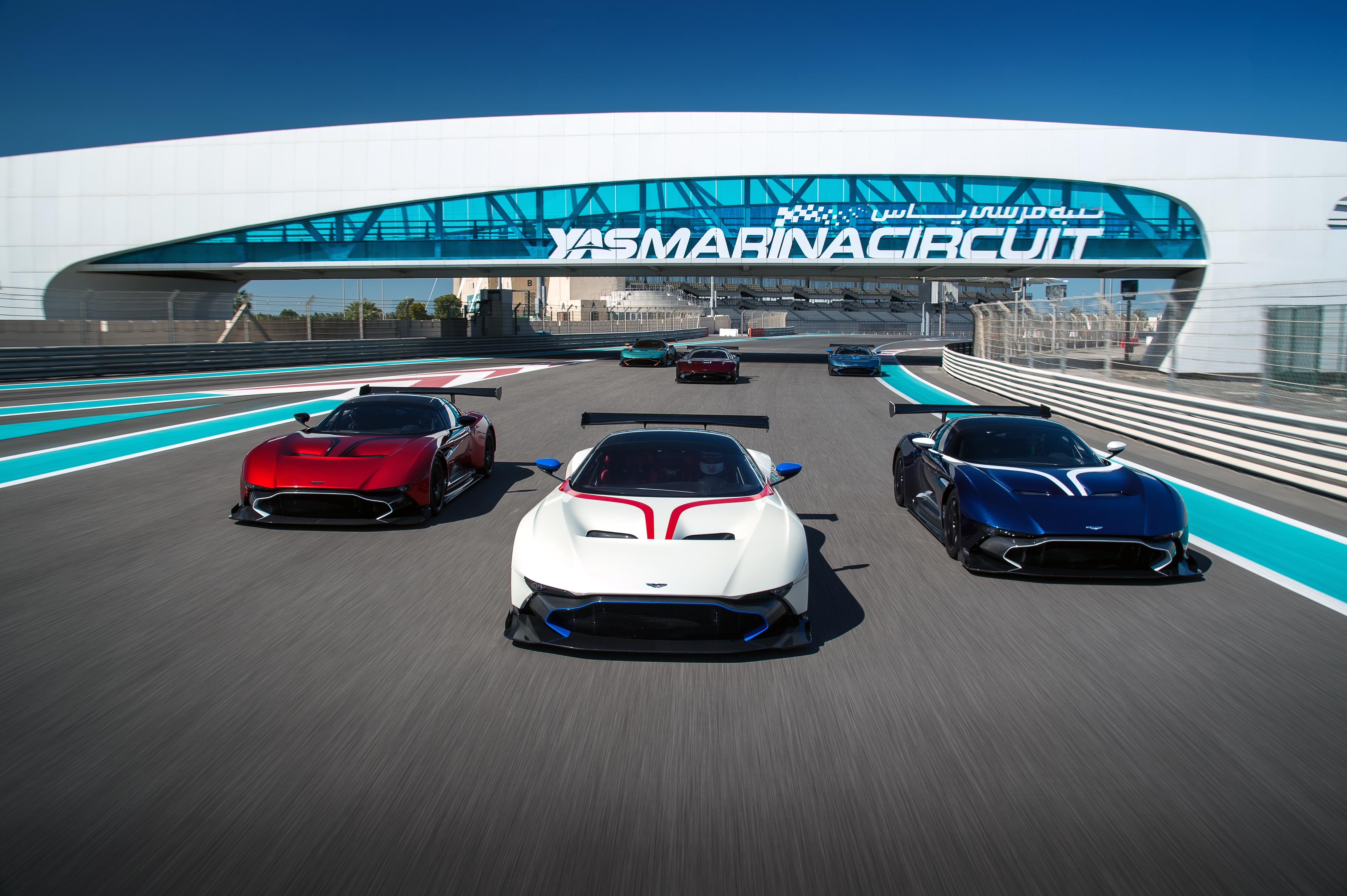 Prijzig wagenpark. Deze zes Vulcans zijn samen goed voor bijna 15 miljoen euro. Foto: Aston Martin