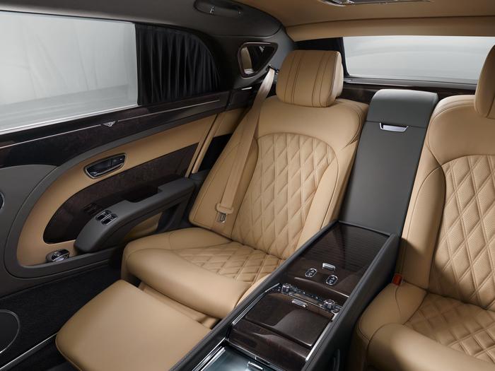 EWB New Rear Interior 3qtr Angle Infight ext Seat_rgb