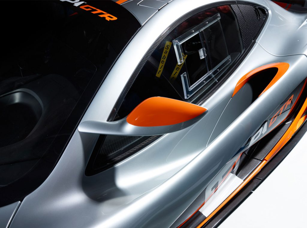 Een andere plek voor de buitenspiegels en een zijruit van polycarbonaat. Foto: McLaren