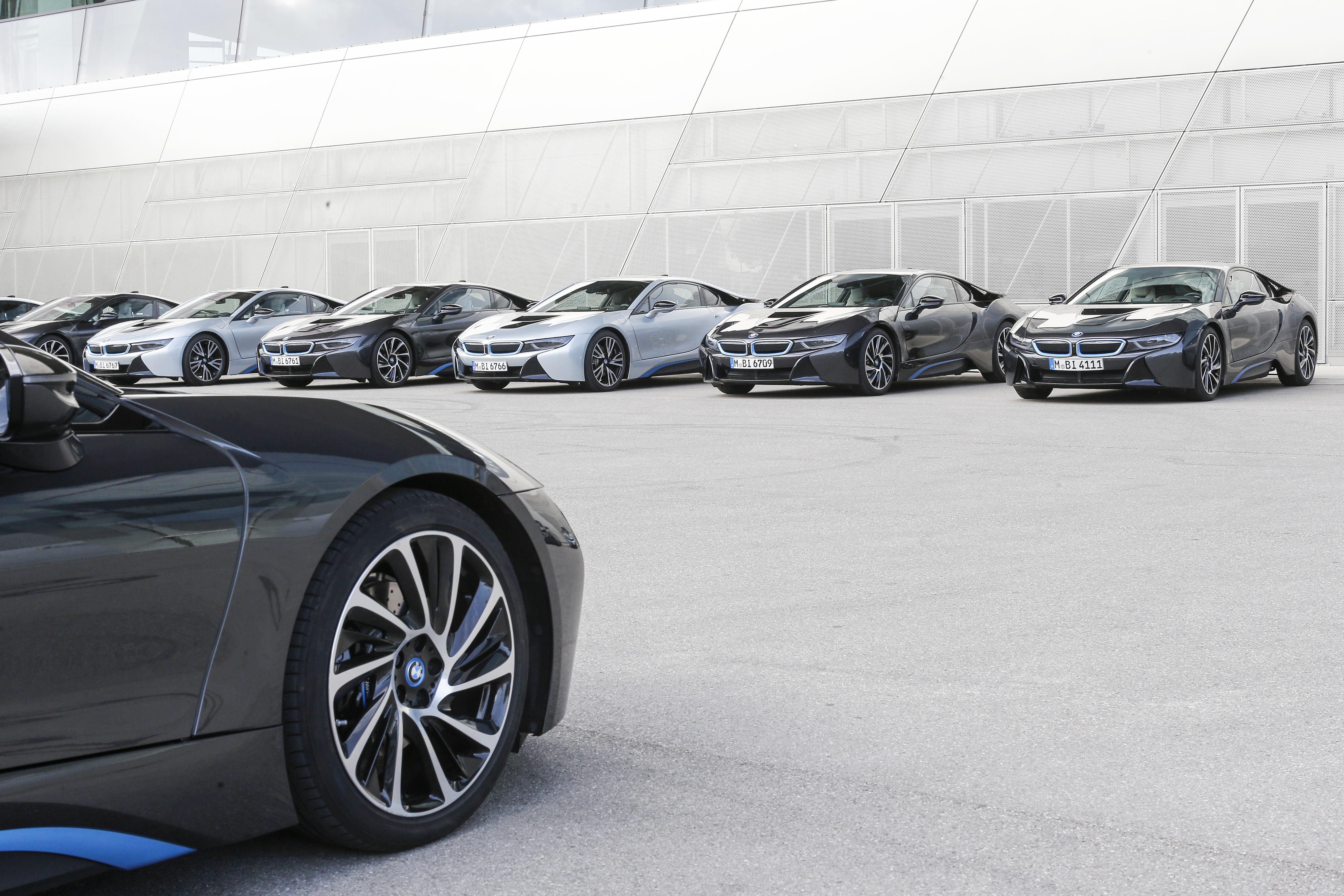 Zo kennen we de BMW i8 het beste, in het grijs. Foto: BMW