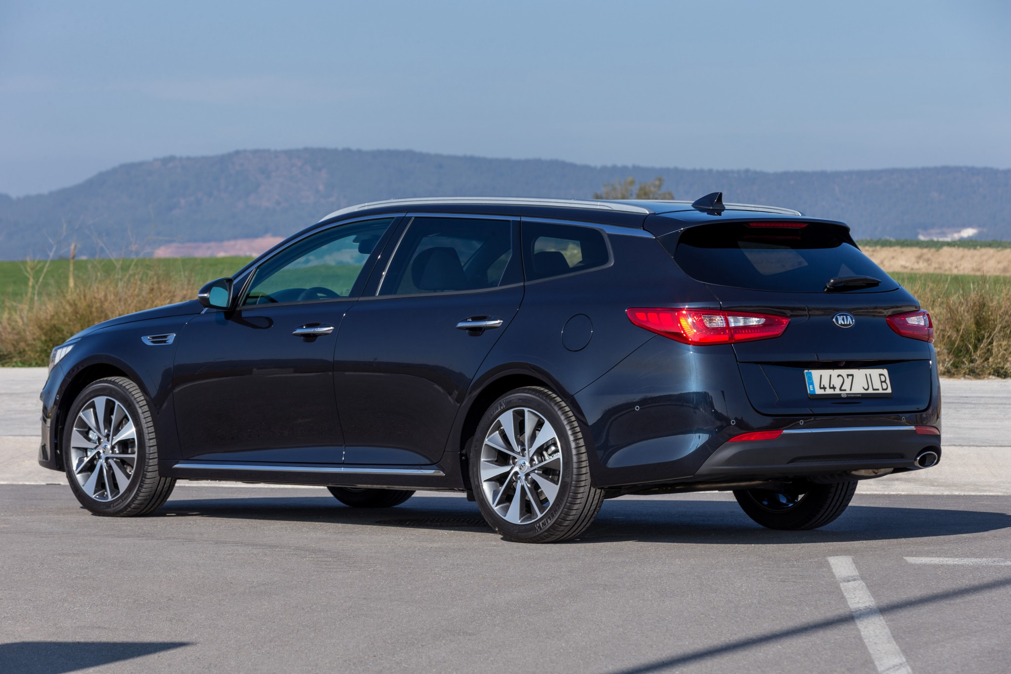 kia_optima_sportswagon_6