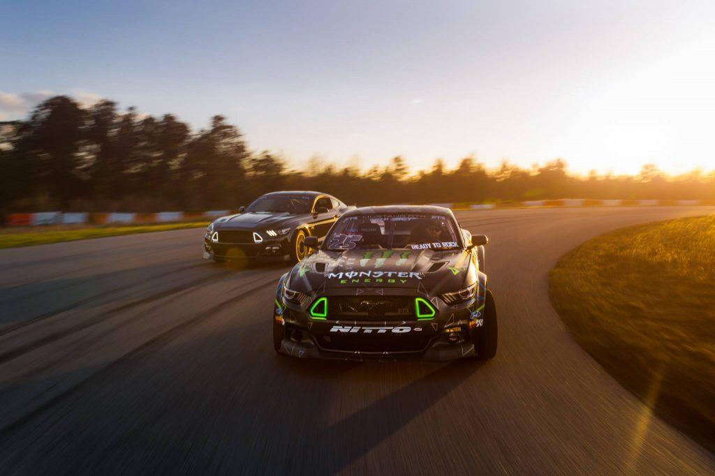 Ford Mustang RTR 2016 achtervolgt de driftversie