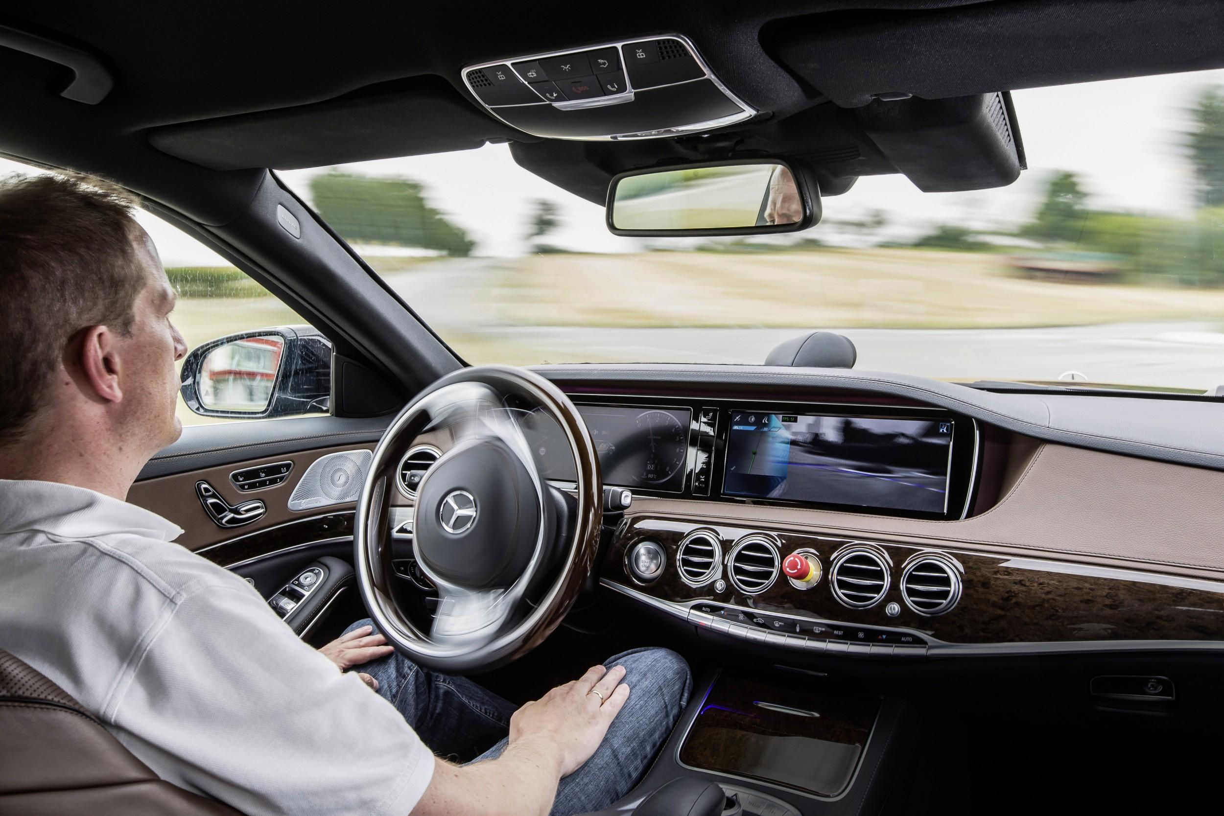 Autonoom rijden - Autovisie.nl
