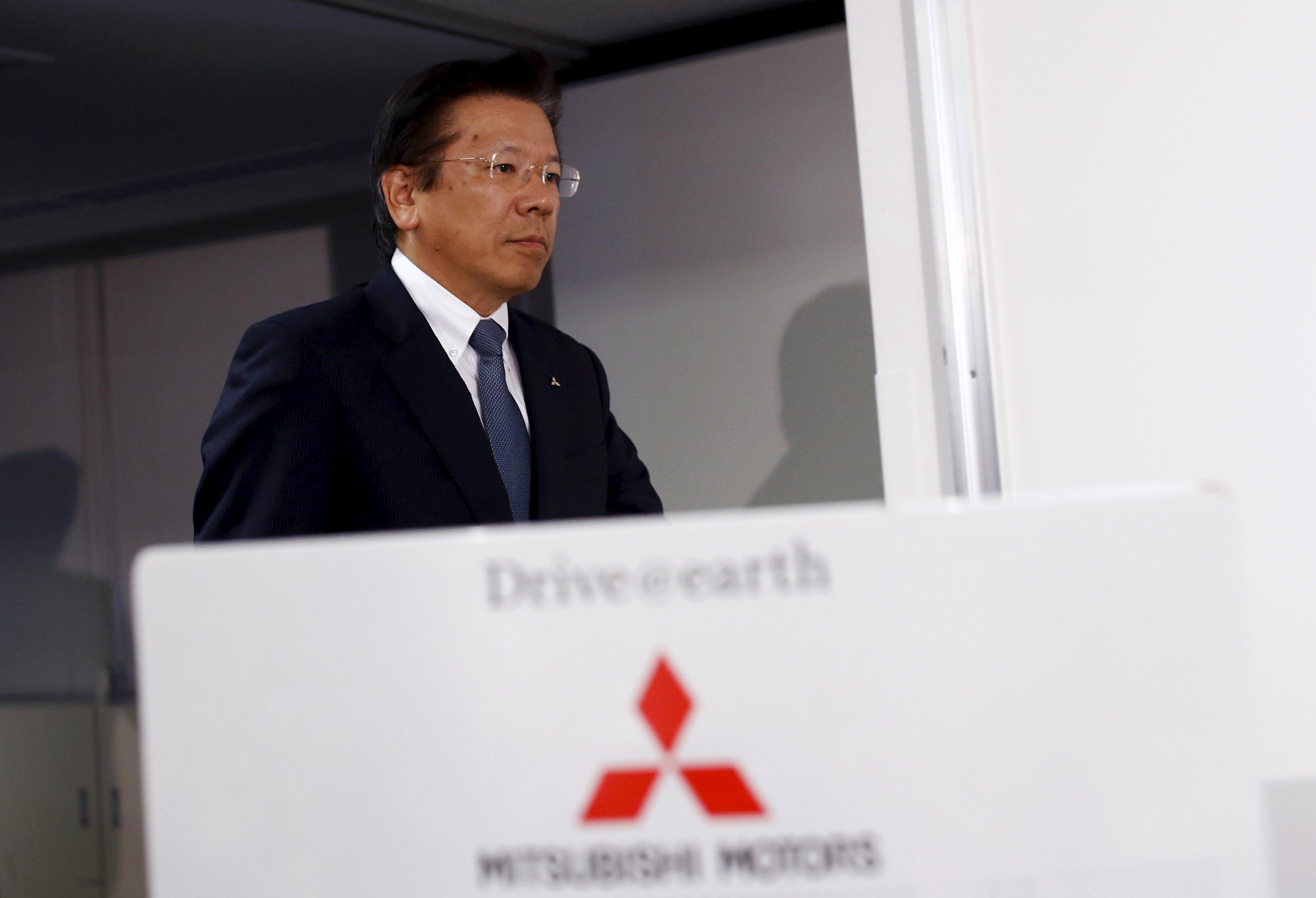 Mitsubishi-topman Tetsuro Aikawa tijdens de persconferentie.
