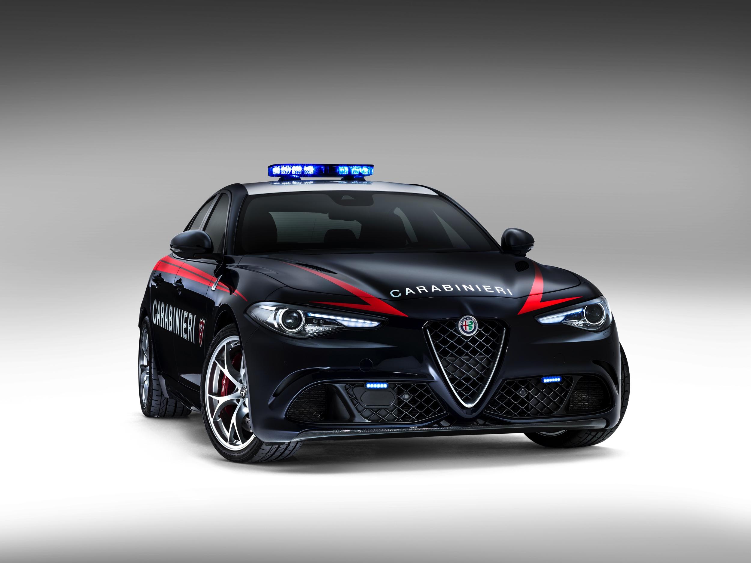 Alfa Romeo Giulia Quadrifoglio Carabinieri -3- Autovisie.nl