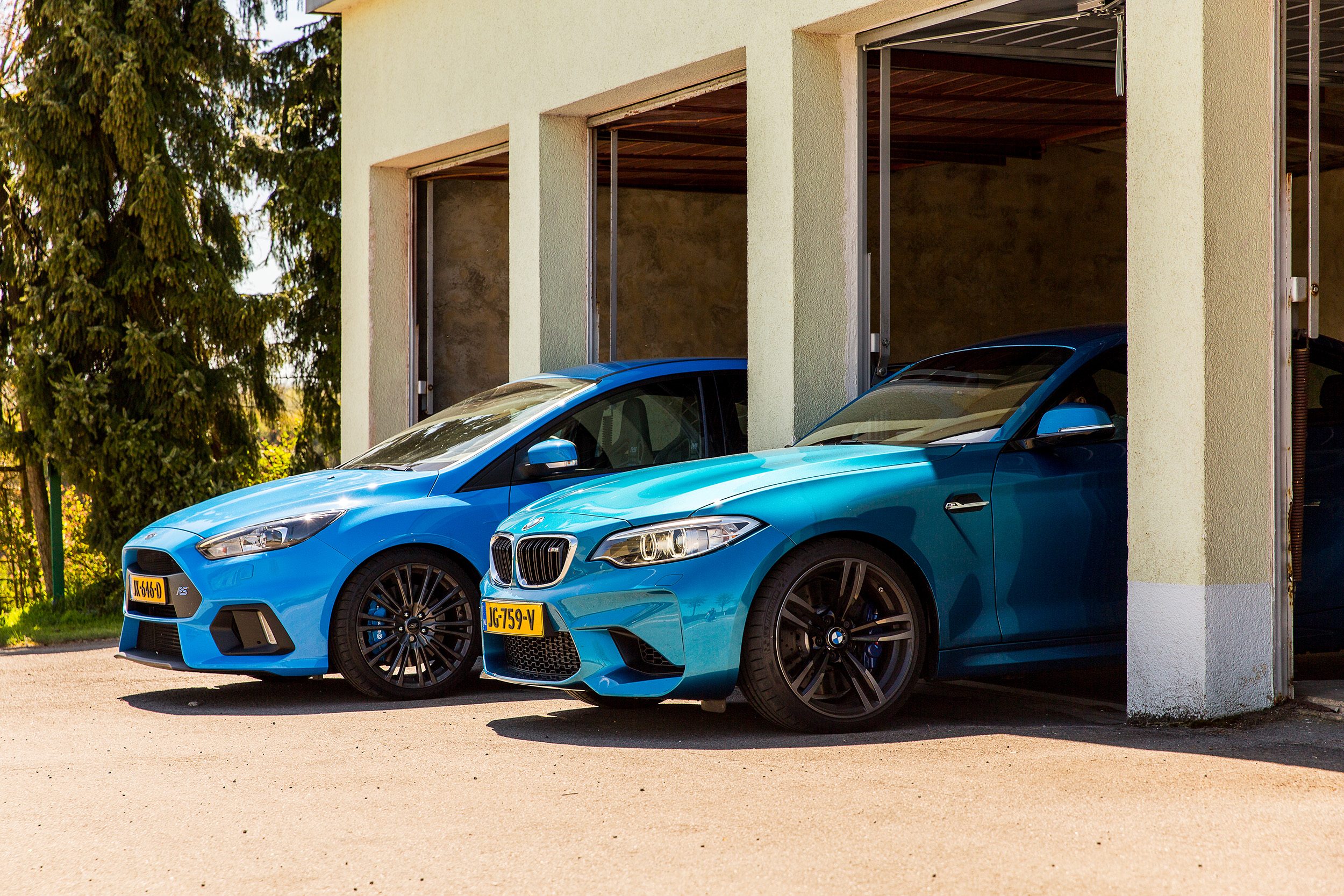BMW M2 vs Ford Focus RS