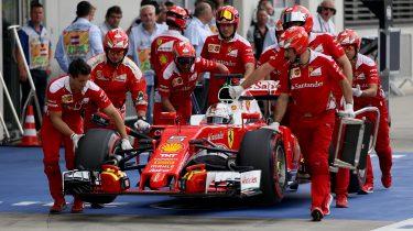 Sebastian Vettel in zijn Ferrari.