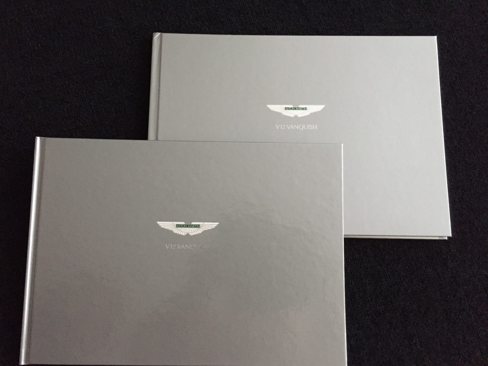 Autofolder: Aston Martin V12 Vanquish