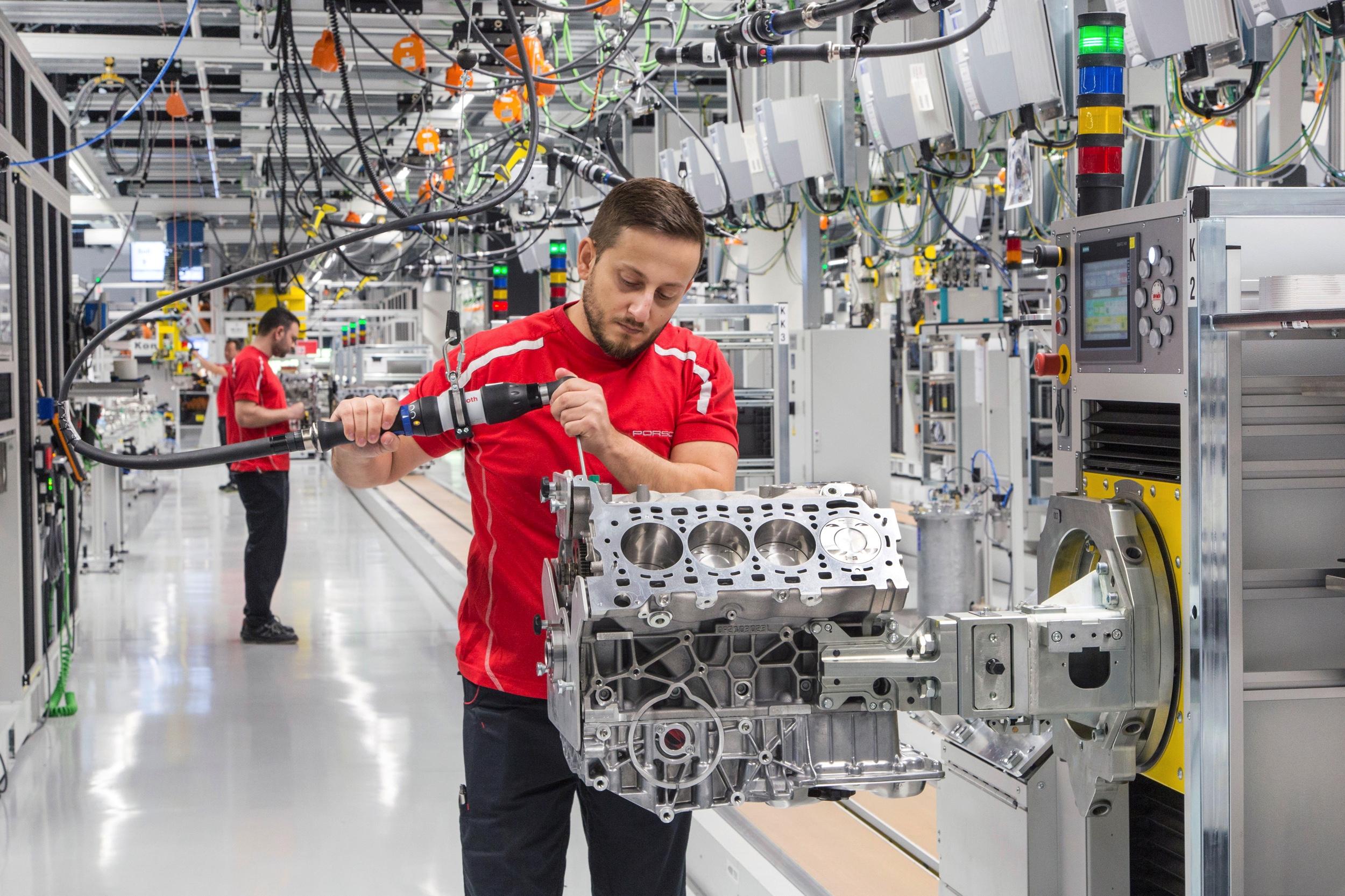Porsche motorenfabriek - Autovisie.nl - 1