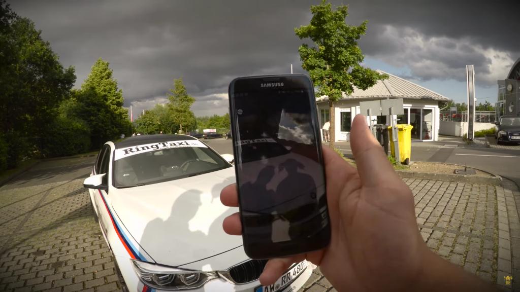 Pokémon GO in de BMW M4 Ring-taxi op de Nürburgring