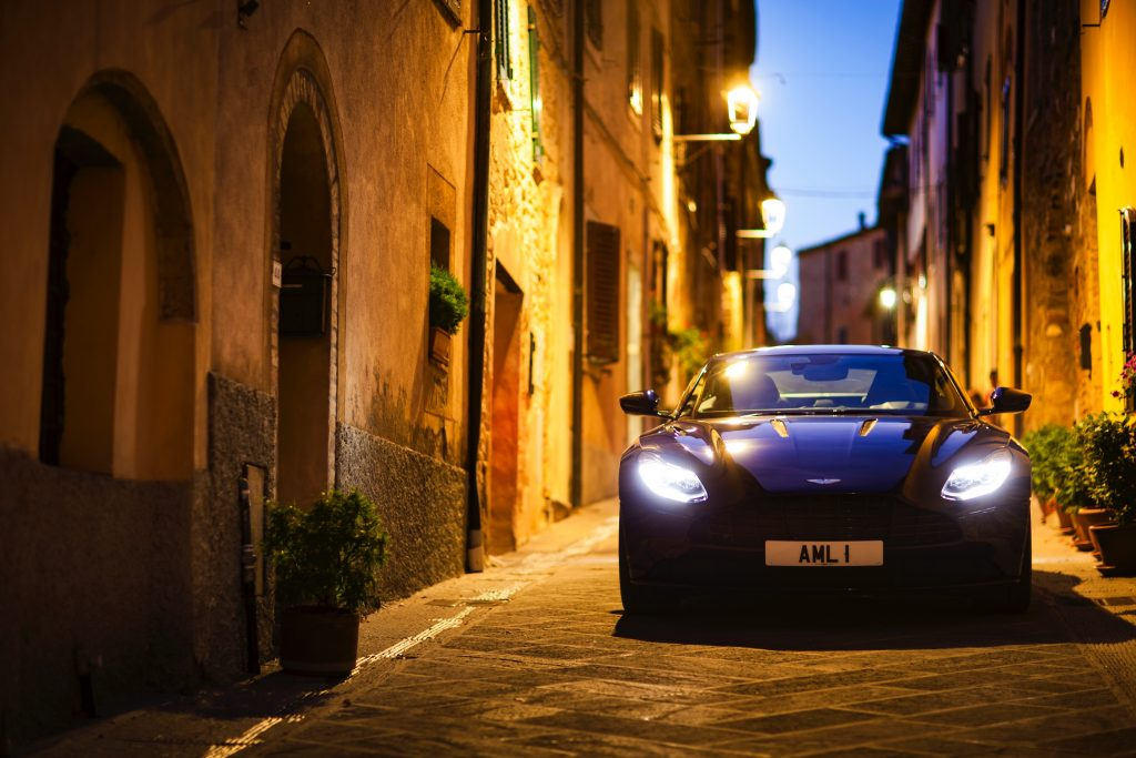 2- Aston DB11 - Autovisie Cars and Coffee XXL - Autovisie.nl