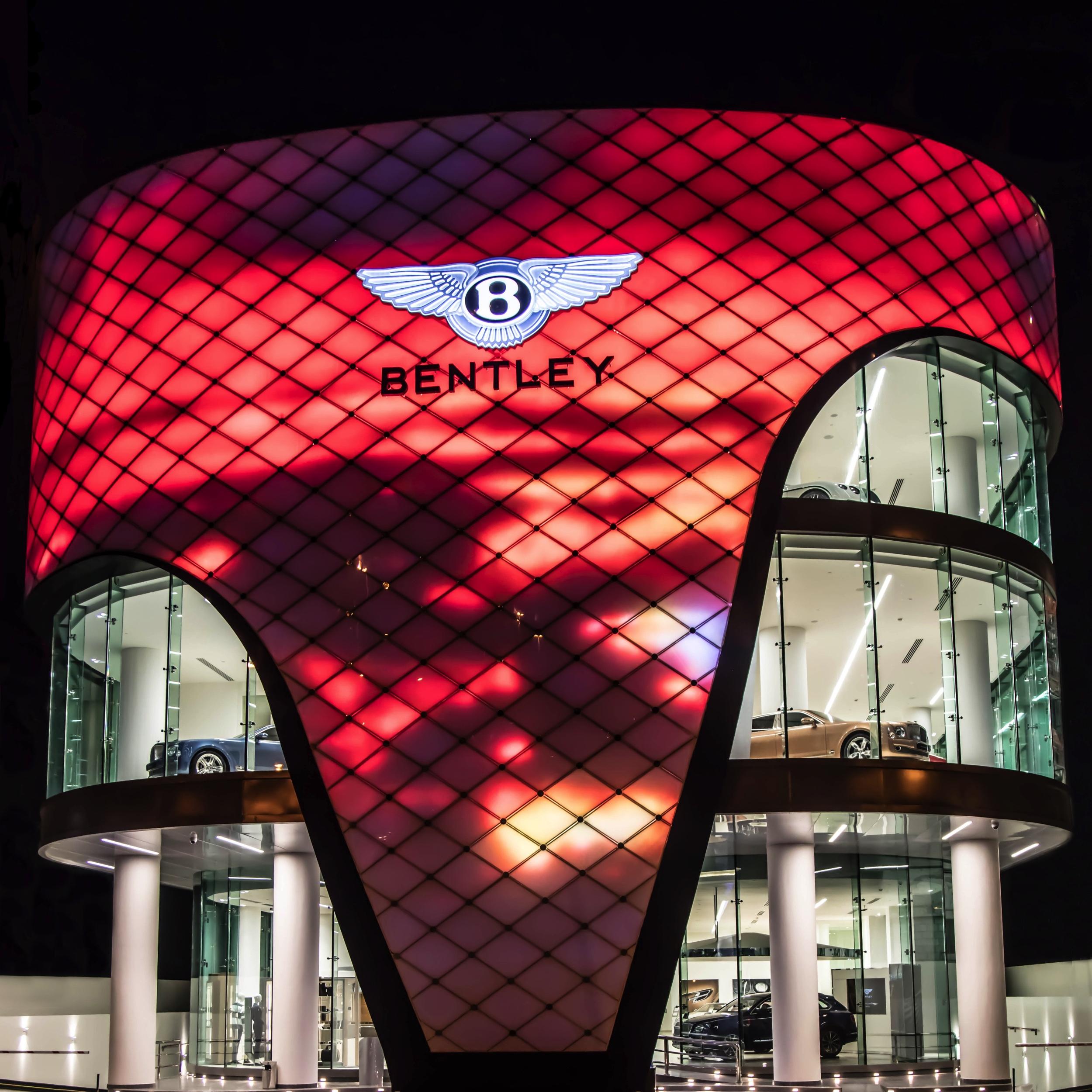 Bentley Showroom Dubai -2- Autovisie.nl