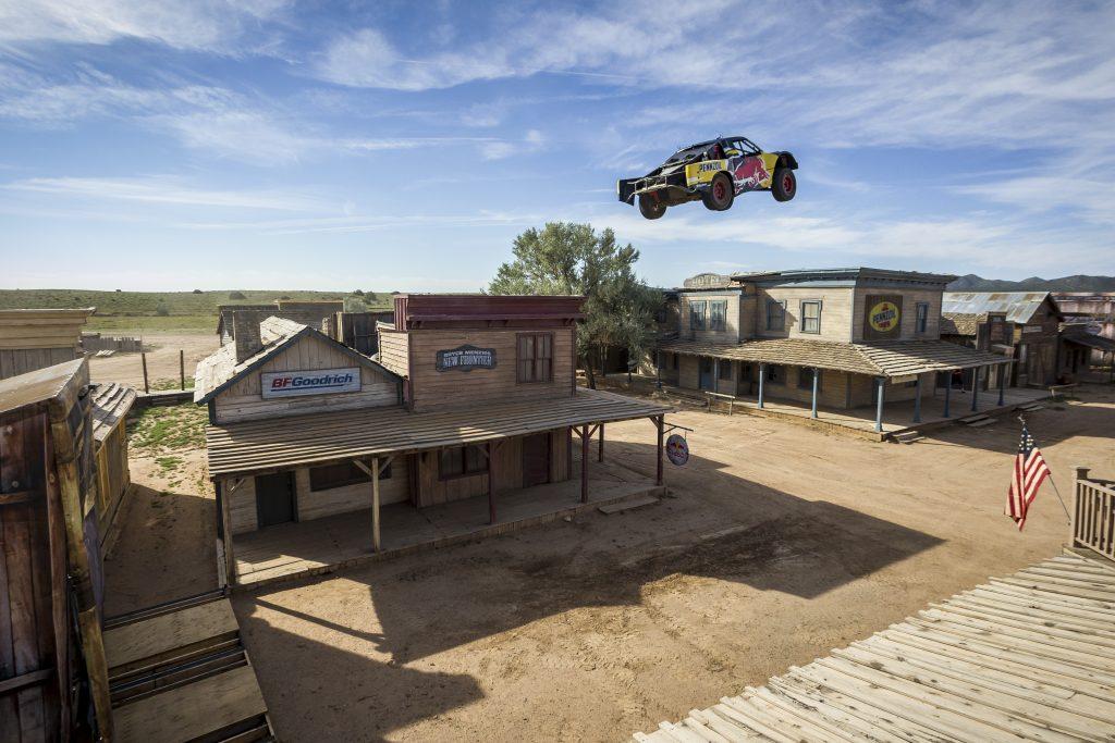 Bryce Menzies springt nieuw record in truck