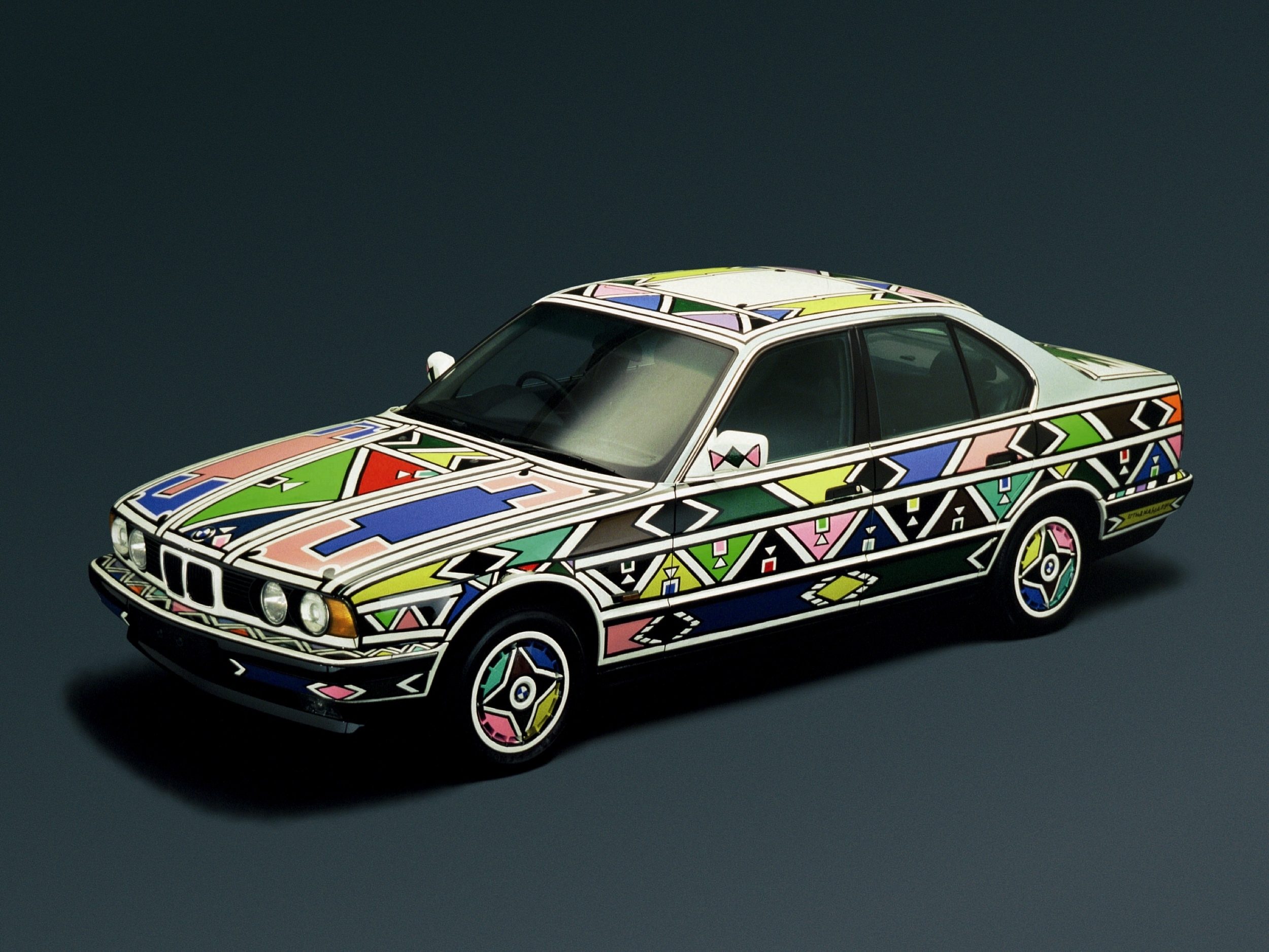 BMW 525 art car Esther Mahlangu -14- Autovisie.nl