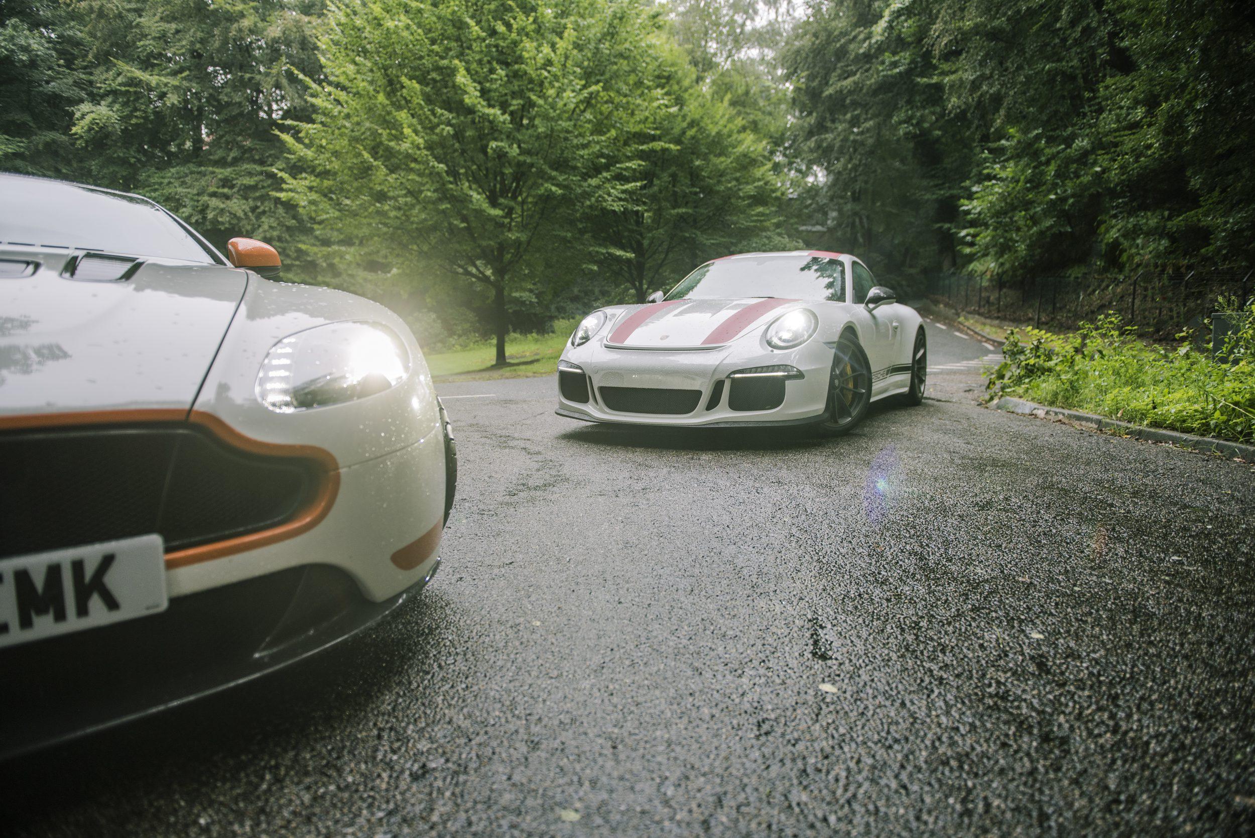Porsche 911 R en Aston Martin Vantage V12 S