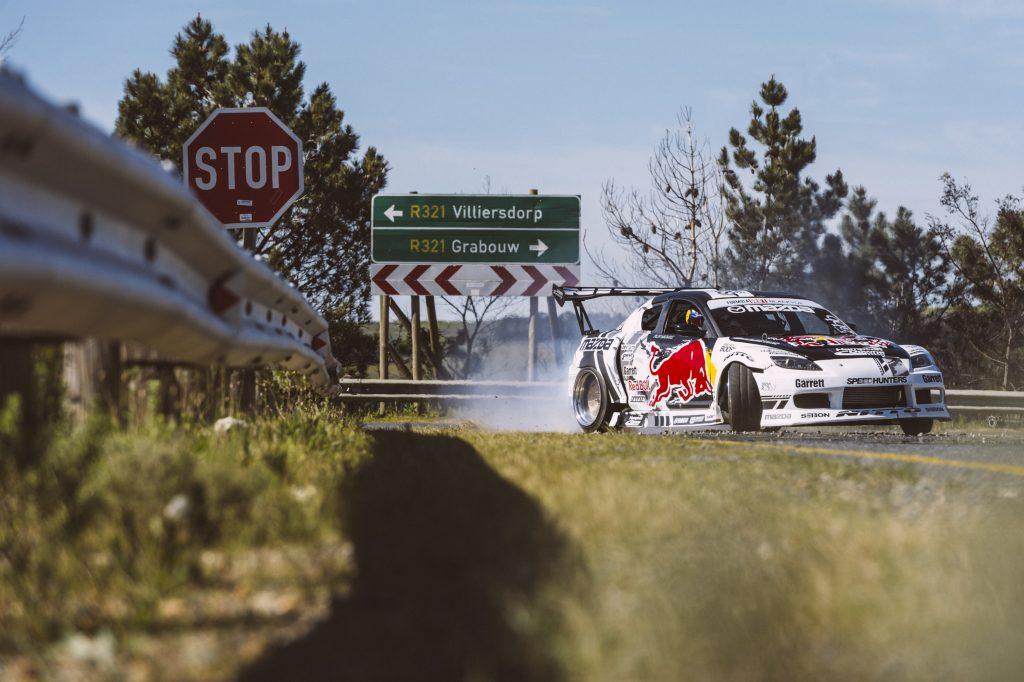 Mad Mike Whiddett drift Mazda RX-8 in Zuid-Afrika.