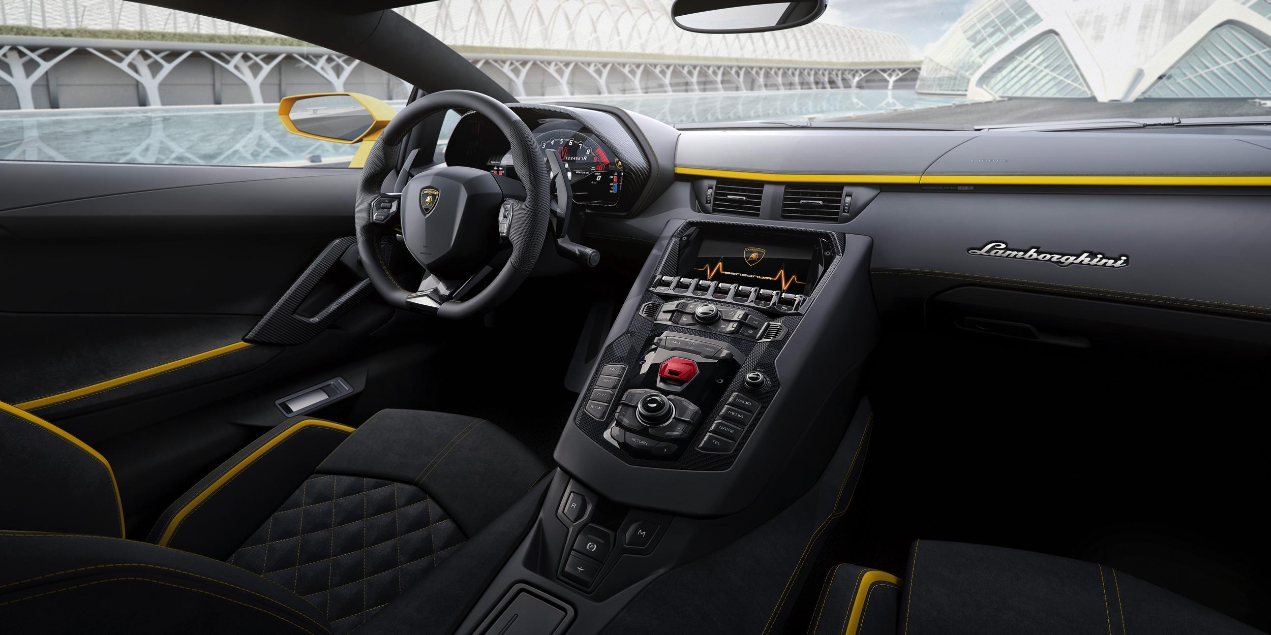 Lamborghini Aventador S interieur - Autovisie.nl