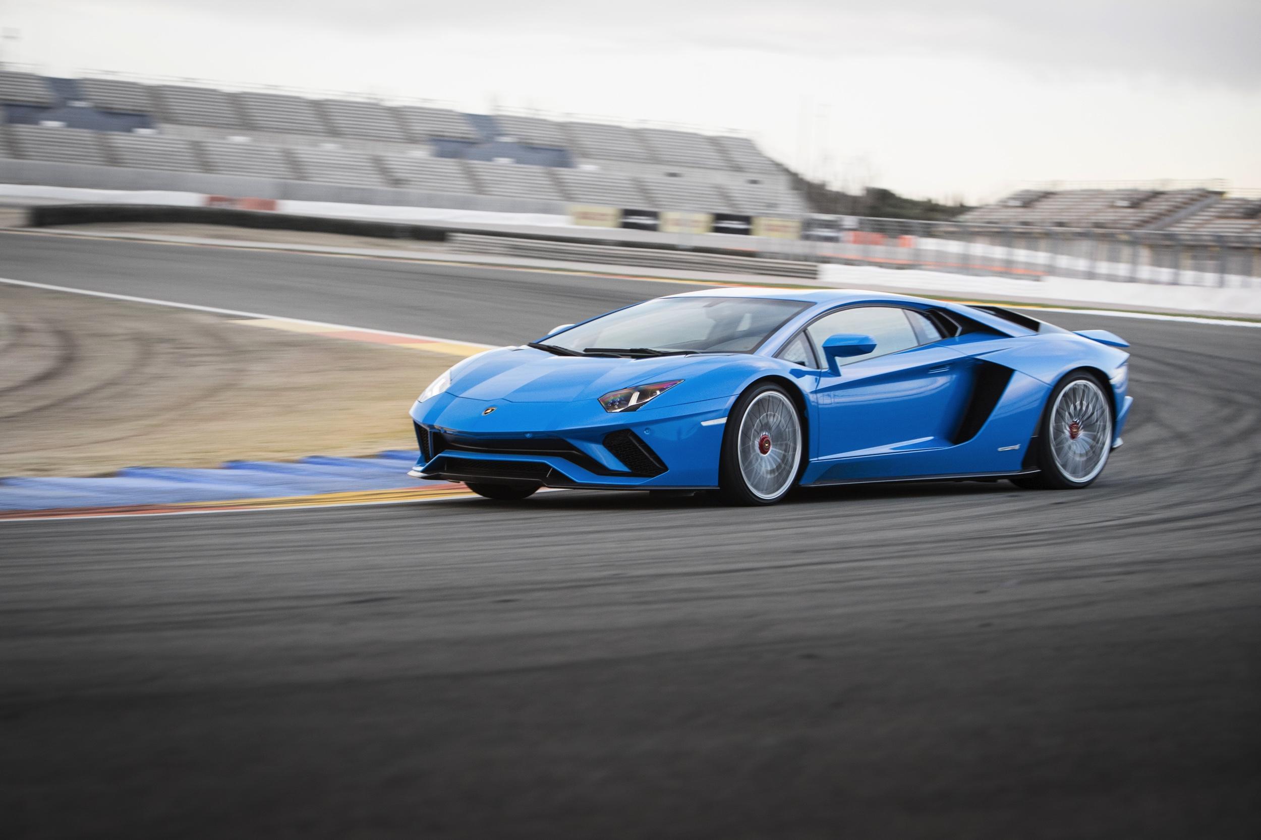 Lamborghini Aventador S - Autovisie.nl