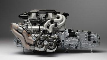 bugatti-chiron-engine-and-gearbox-1-4-m5885-00004-1200x700-1