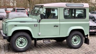 Land Rover Defender 166 Hue
