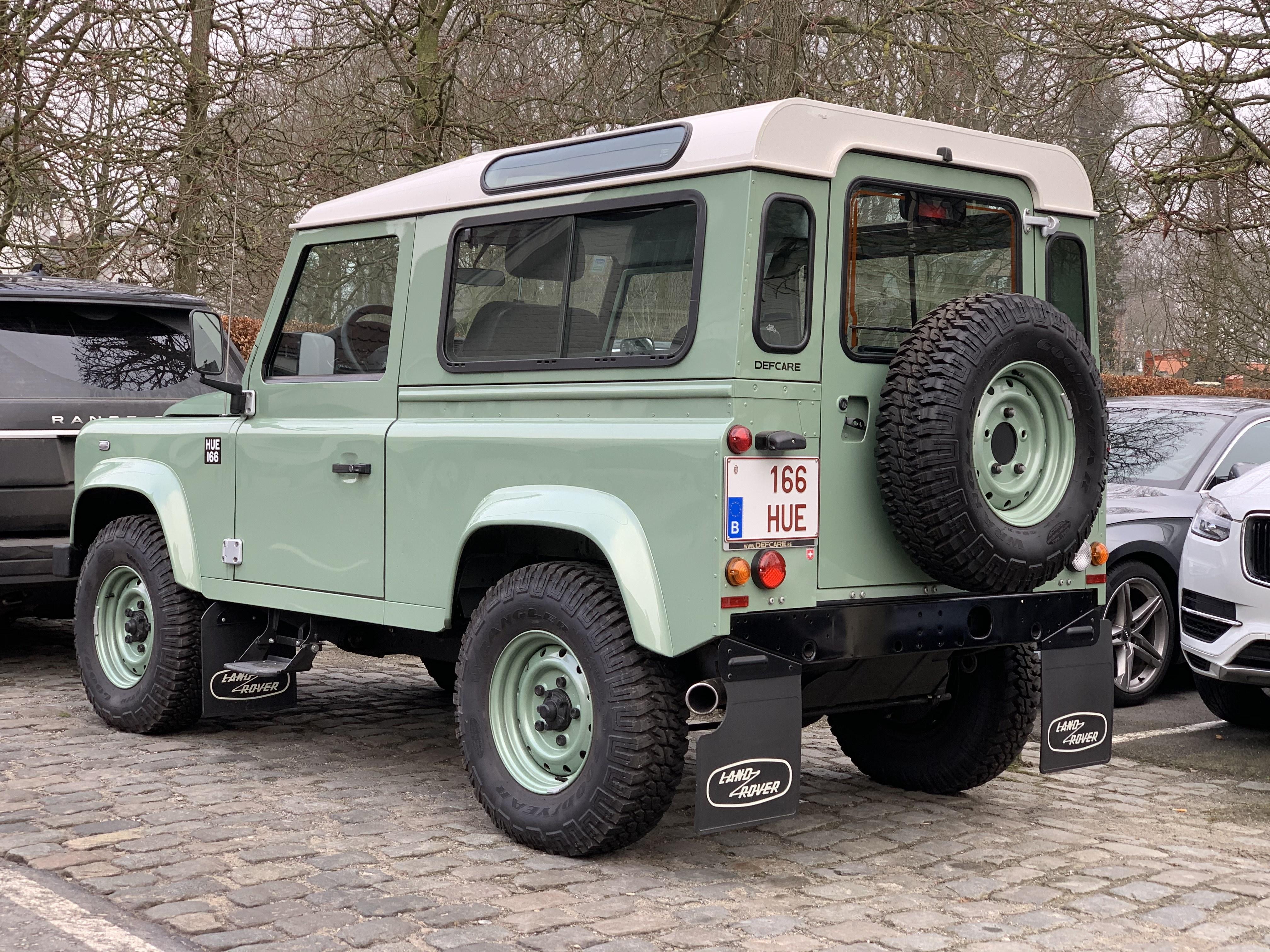 Land Rover Defender 166 Hue