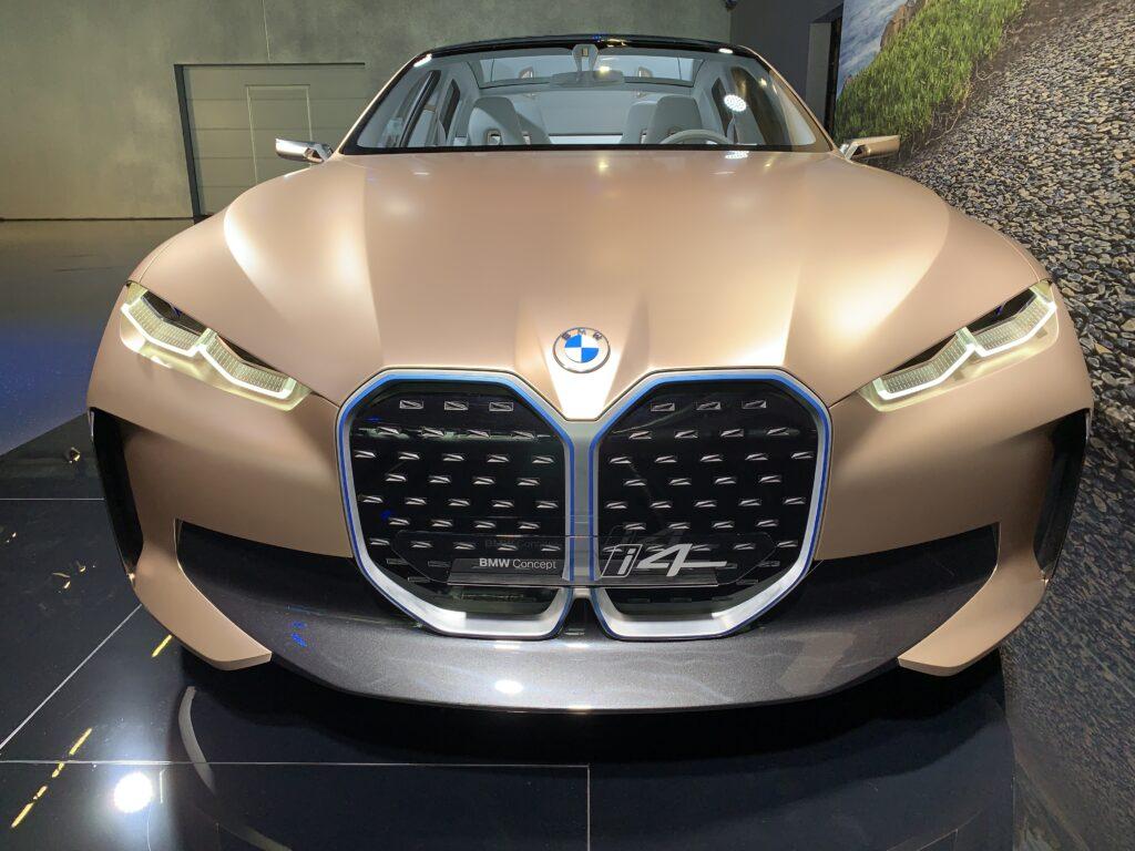 BMW i4 front elektro-offensief