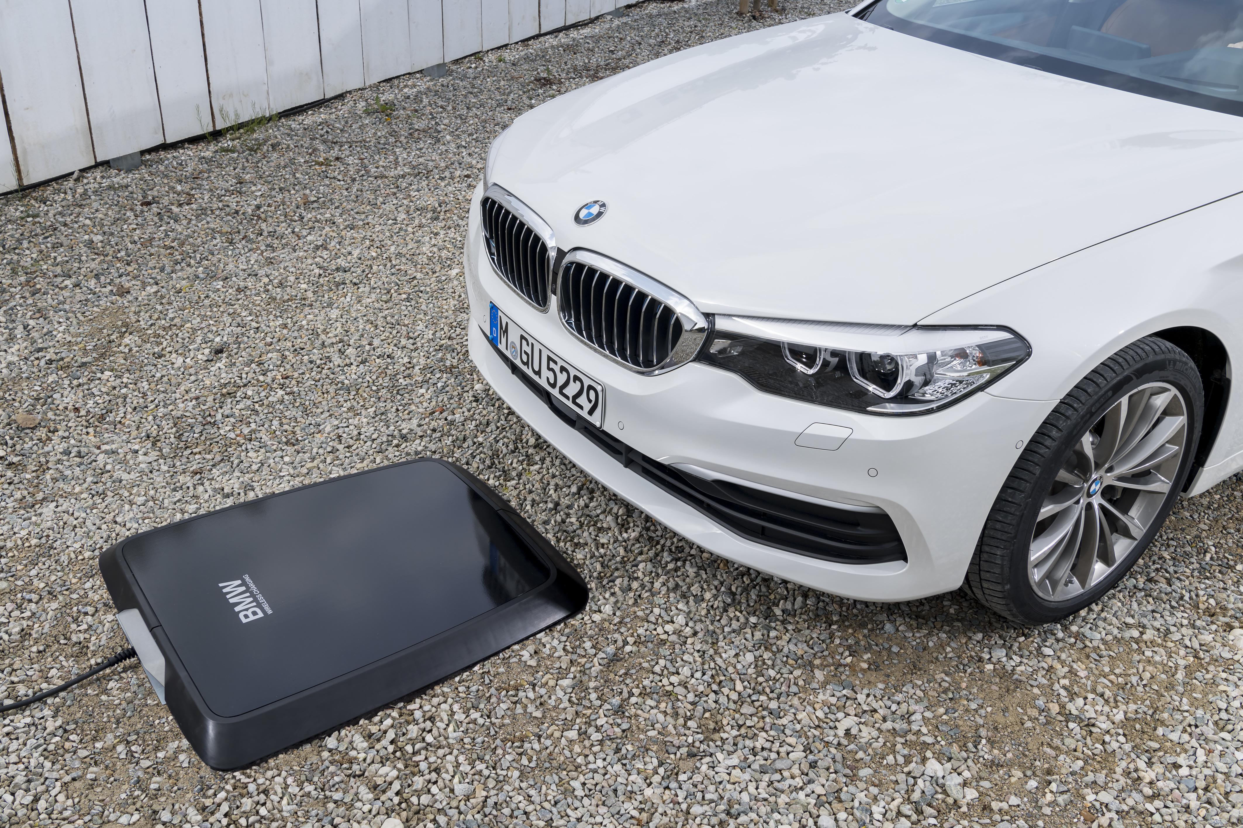 BMW 530e inductieladen