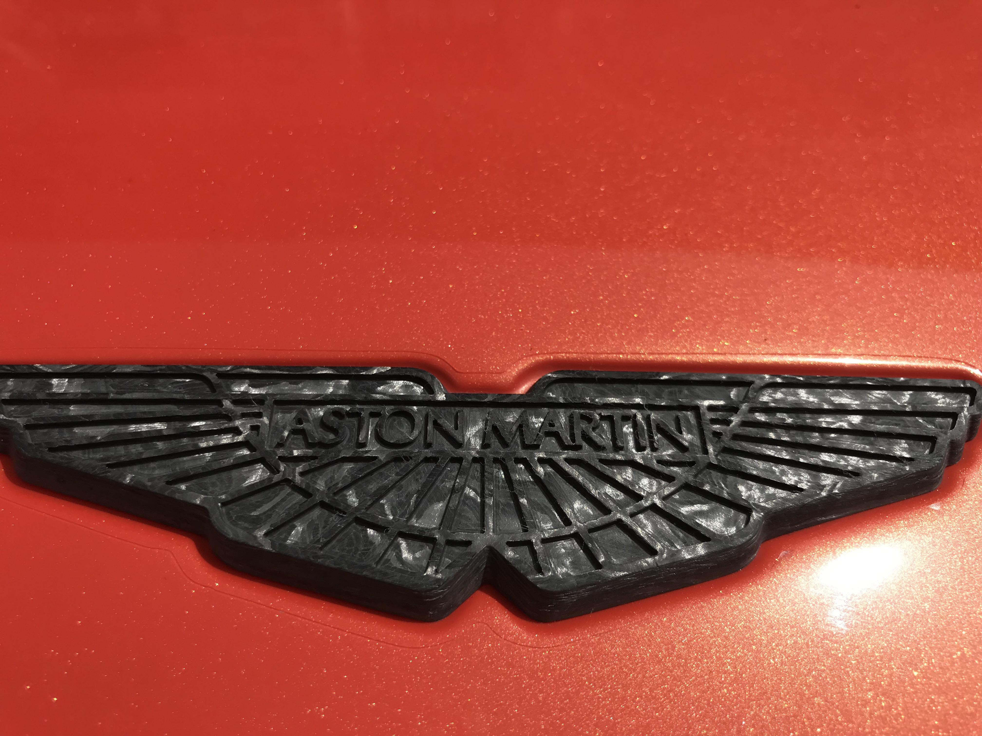 carbon merklogo Aston Martin DBS Superleggera Volante