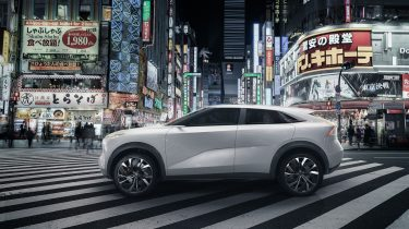 INFINITI_QX_Inspiration_Concept_Side_Embargoed_Jan_4_8_01_am_EST