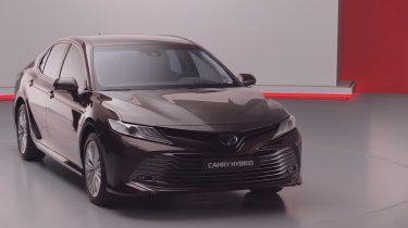 Toyota Camry Hybrid Duik in de Prijslijst Foto 4